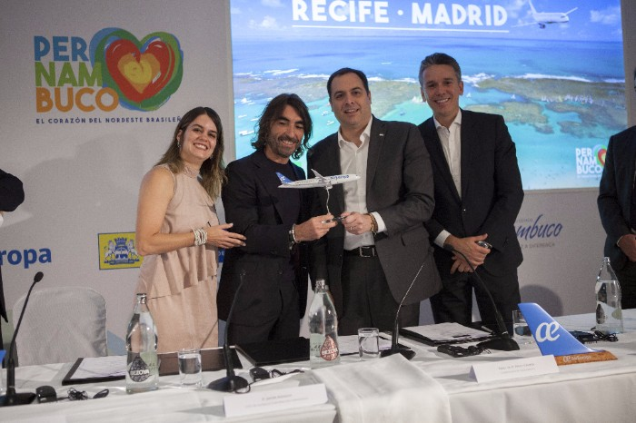 Javier Hidalgo, consejero delegado de Globalia junto al gobernador de Pernambuco, Paulo Câmara