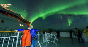 En barco por las costas del norte de Noruega para observar las mágicas Luces del Norte