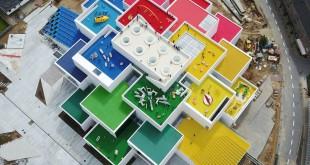 La LEGO House parece construida a partir de sus famosas piezas. Foto: Kim Christensen