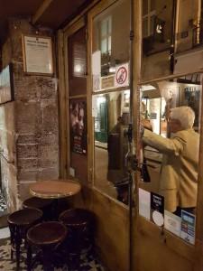 Chez Georges, de apariencia una típica taberna. Es parte de su encanto