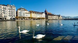 Entre la ciudad nueva y la ciudad antigua, el río Reuss