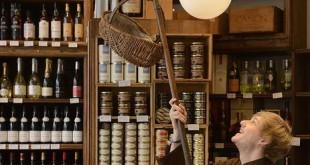 En Comptoir de la Gastronomie le preparan una cesta gourmet hecha a medida con productos de primera