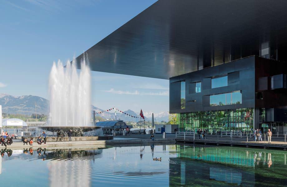El Centro de Cultura y Congresos KKL, creado por el arquitecto francés Jean Nouvel, representa la modernidad de la ciudad y en él se celebran conciertos de música clásica. Foto: KKL Luzern