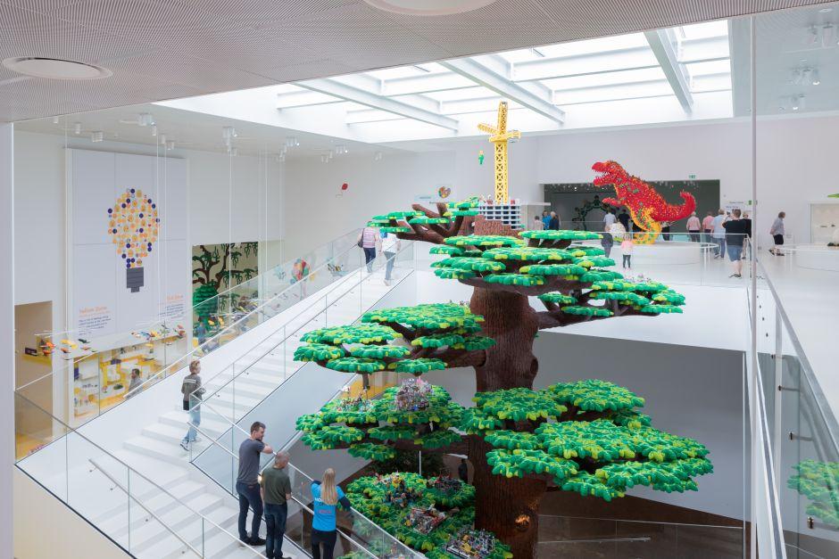 """El """"Árbol de la creatividad"""" ha sido creado por los Master Lego Builders con más de 6 millones de piezas. Foto: Iwan Baan"""