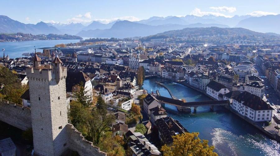 Lucerna es la puerta de entrada al centro de Suiza y un desvío perfecto para los viajeros que deseen atravesar el país en varios días. Vista desde las murallas (Museggmauer). Foto: Turismo de Lucerna