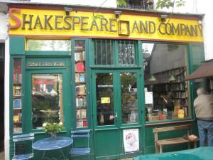 Shakespeare and Company es uno de esos pequeños grandes tesoros de la Ciudad de la Luz