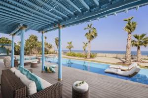 Piscina y mar desde la terraza de una villa de 3 dormitorios. Foto: Banana Island Resort by Anantara