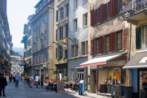 A ambas orillas del río Reuss, el casco histórico con sus calles y plazas adoquinadas. Foto: Turismo de Lucerna