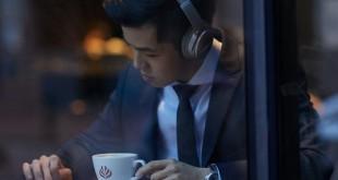 El viajero de hoy en día es hombre fuertemente ligado a la tecnología. Auriculares con cancelación de ruido de BOSE