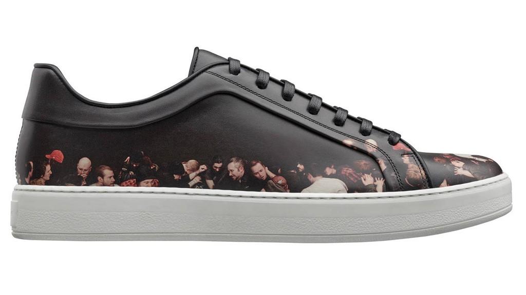 Sneaker de piel de becerro negra estampada por Dan Witz