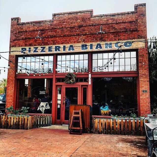 Abierta en 1994 por Chris Bianco, no es tanto tiempo para haberse convertido en un clásico en Phoenix. Foto: facebook de Pizzeria Bianco