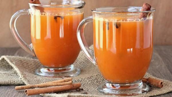 Para preparar esta versión diferente de la sidra tradicional, se usan pimienta de Jamaica y clavos de olor. Foto: OKDiario