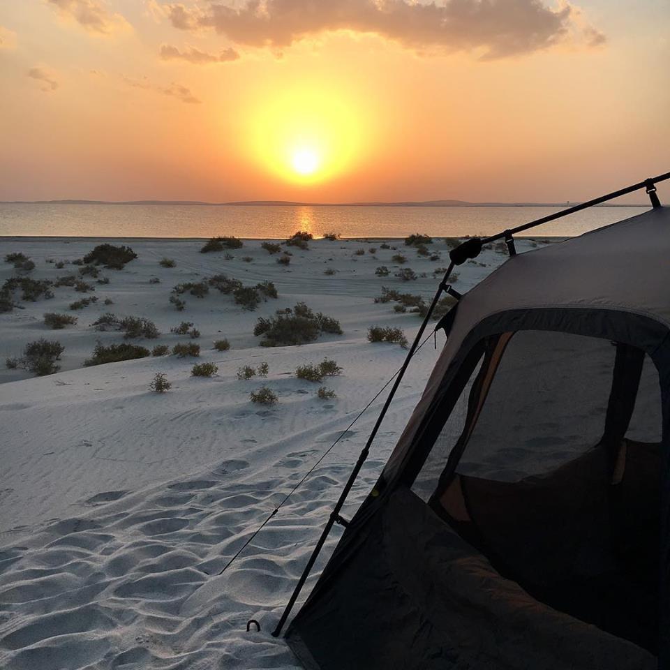 Acampar en la playa Fuwairit