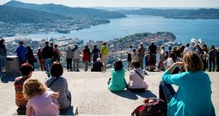 Coja el funicular Fløibanen hasta la cima del monte Fløyen para una magnífica vista de Bergen. Foto: Visitbergen.com