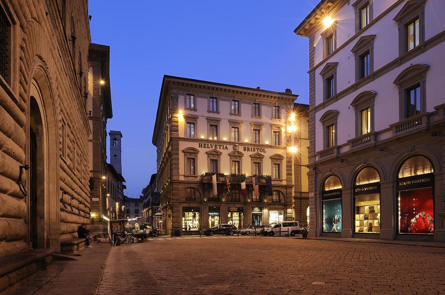 El edificio austero a nivel arquitectónico e inspirado en los principios constructivos del Renacimiento, fue construido a principios de 1800. Pasó a convertirse en hotel a finales de ese mismo siglo