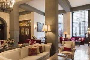 En el hall nos sentimos dentro de una residencia florentina aristocrática actualizada a nuestros días