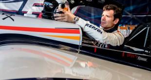 Juan Velarde es la nueva imagen de Hamilton, que festeja sus cien años comprometida con la aviación.