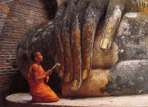 Monje en Wat Si Chum junto al Buda