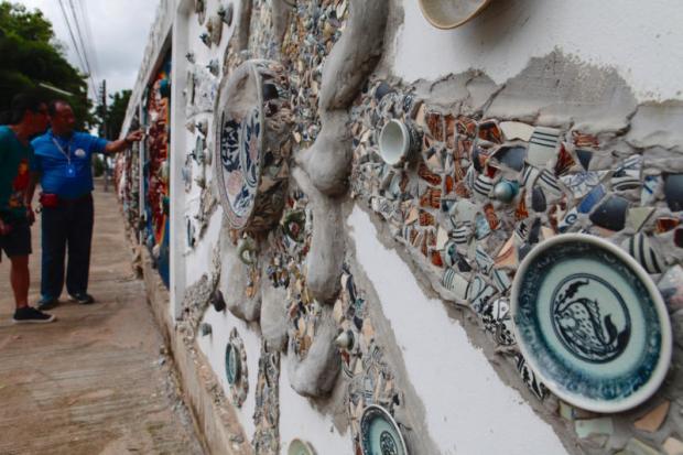 Arte callejero en Sangkhalok Road, no lejos del Parque Histórico de Sukhothai