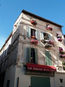 Uno de los edificios de la Place du Forum, de encantador estilo provenzal