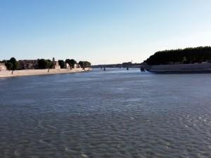 El Ródano, uno de los grandes ríos de Europa Central, a la altura de Arlés se divide en dos grandes brazos