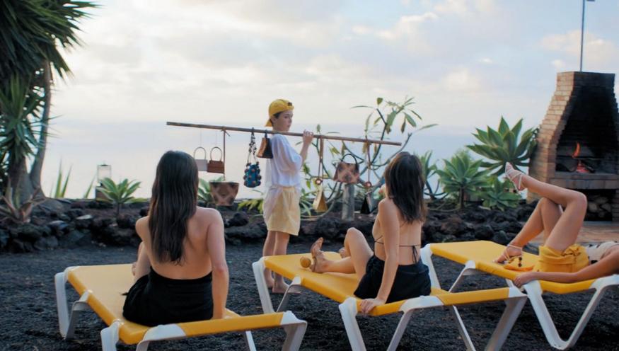 """Fotograma del videoclip de la colección """"La Bomba""""."""