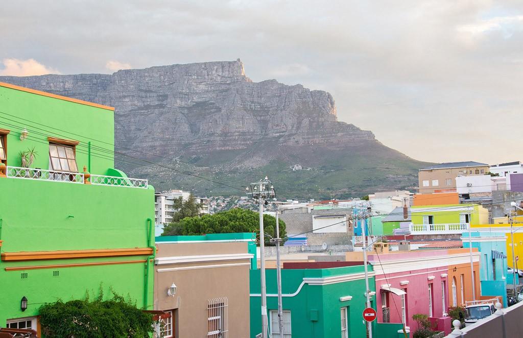 Bo-Kaap y la Table Mountain. Foto: Wikimedia Commons.