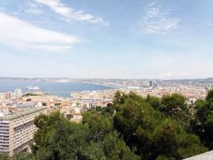 La ciudad de Marsella es la segunda más grande de Francia y con sus 240 km2 es más extensa que París.