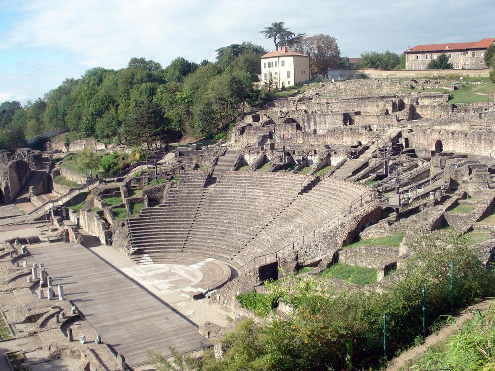 Ruinas romanas en la colina de Fourviere.