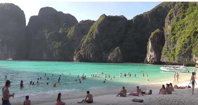 Maya beach es la playa más turística y más famosa de las islas Phi Phi de Tailandia.