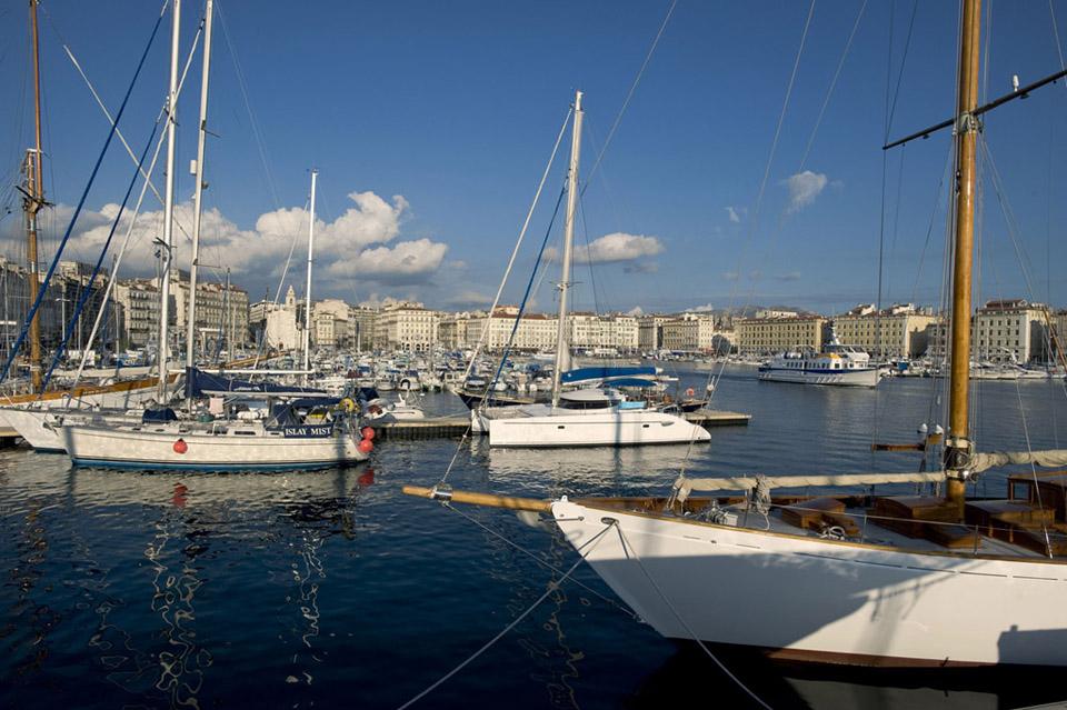 El puerto viejo se mueve con el ritmo y armonía más propios de una pequeña urbe de provincia que el de la ciudad más poblada de Francia, después de París. Foto: © OTCM (P.Micaleff) para Marseille Tourisme.