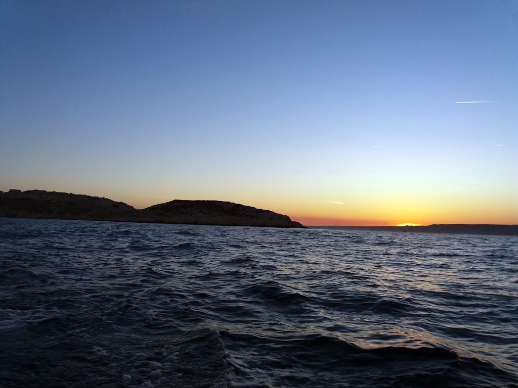 Puesta de sol delante de las islas de Frioul.