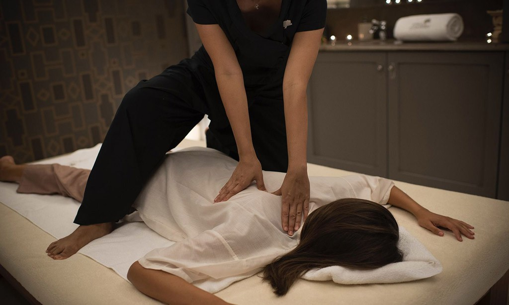 Tratamientos ayurvédicos y masajes tailandeses bajo una filosofía holística.
