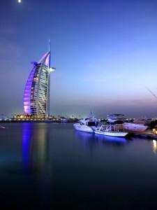 El Dubai Burj Al Arab, de noche.