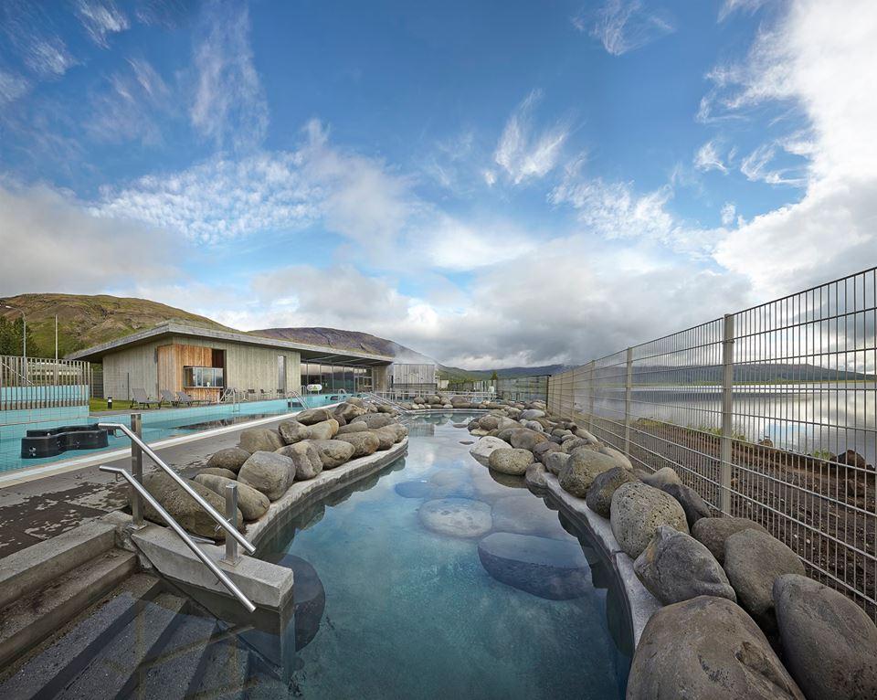 Relajarse en en Laugarvatn Fontana, junto al lago Laugarvatn, al suroeste de Islandia. Foto: icelandair.com