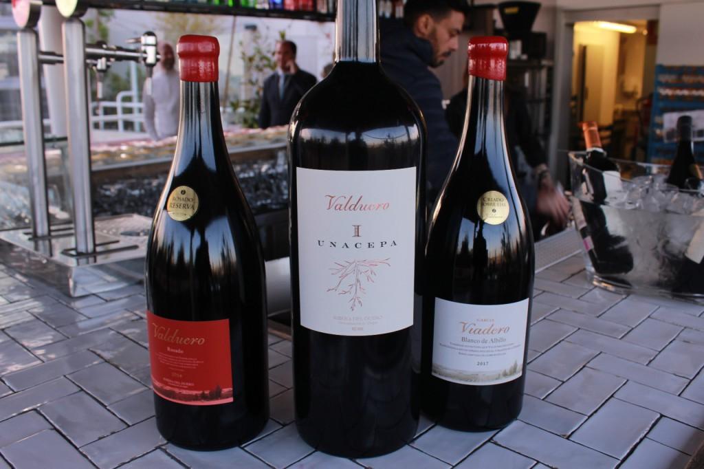 Tres de los vinos emblemáticos de Bodegas Valduero.