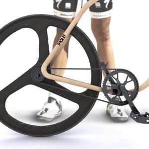 El asiento de la bici Thonet también es de madera de haya, y las ruedas son de fibra de carbono.