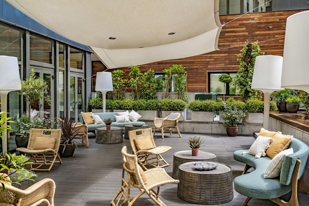 El hotel cuenta con dos terrazas.