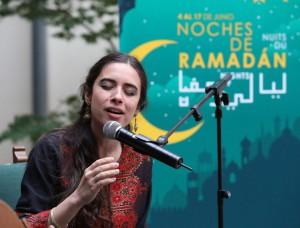 Vocalista del grupo de música mediterránea De Mar a Mar, afincado en Madrid.