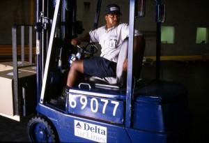 Uniforme de los años 90 del personal de cargo. Foto de 1996.
