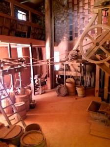El Conservatorio de ocres conserva las dependencias de la antigua fábrica casi como estaban en su momento.
