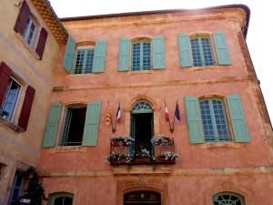 Las fachadas de Roussillon, en toda la gama de tonos terracota, eran el lienzo de sus antiguas canteras.