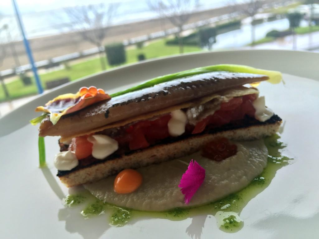 Lo que no falta nunca en la cocina es el buen pescado fresco, ya que es uno de los grandes protagonistas de la casa.