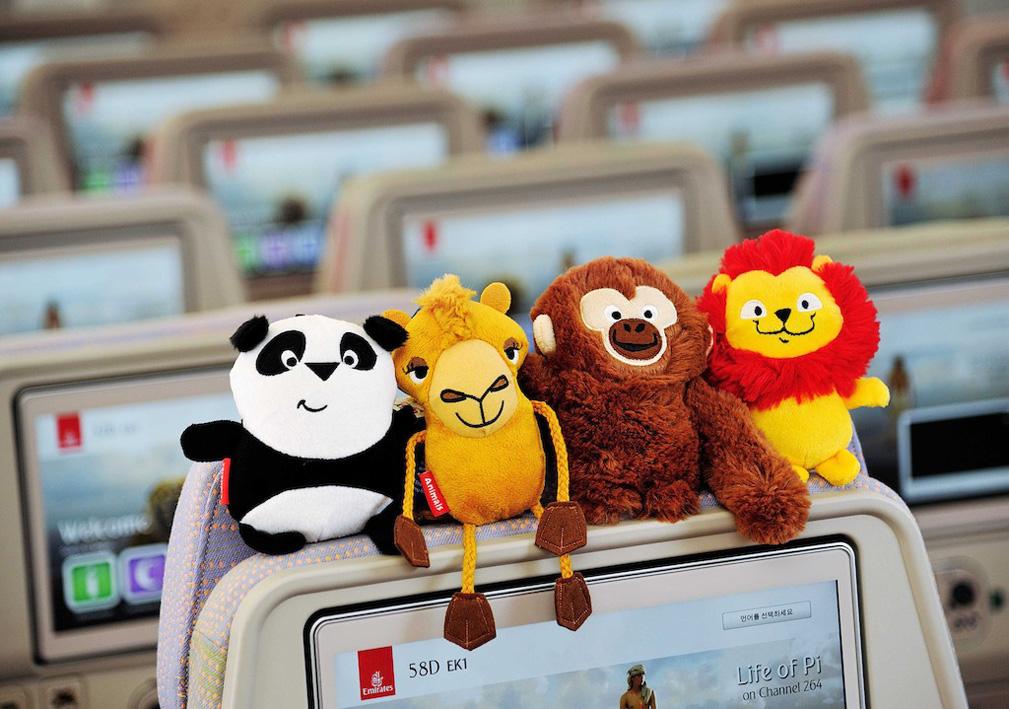 """Las aerolíneas apuestan por tener contentos a los niños, y padres con ello. Foto: Muñecos """"Fly with Me Animal"""" de Emirates"""
