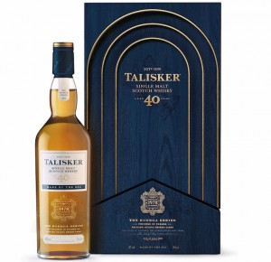 La edición TALISKER 40 YEAR OLD es el resultado excepcional del refinamiento de las maltas más viejas de la destilería de Skye en barricas de Jerez.