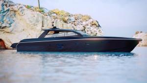 El resultado no tiene nada que ver con el diseño original, el 80 de la serie Millennium, presentado en el Cannes Yachting Festival del 2017.