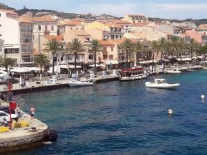 El pueblo de Maddalena es el más importante de todo el archipiélago. Aquí hay tiendas, restaurantes y hoteles de una arquitectura muy particular.
