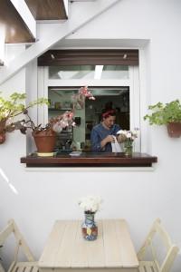 María Triana en su cocina.