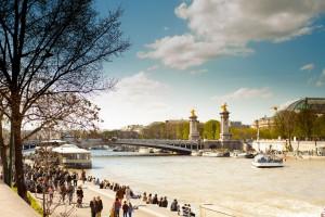 La situación de la barcaza de Rosa Bonheur es inmejorable, junto al puente Alexandre III y frente al Grand Palais de los Campos Elíseos.