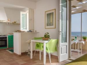 Acceso directo a la playa de Donnalucata de Sicilia.